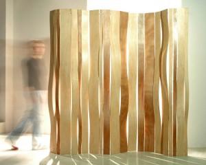 Swell Paravent en bouleau naturel ou teinté 180 x 180 x 2 cm Design : LN Boul (France) Production : ABV – Vange © LN Boul-ABV LN Boul-ABV