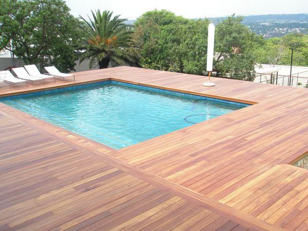 piscine lames de terrasses bois