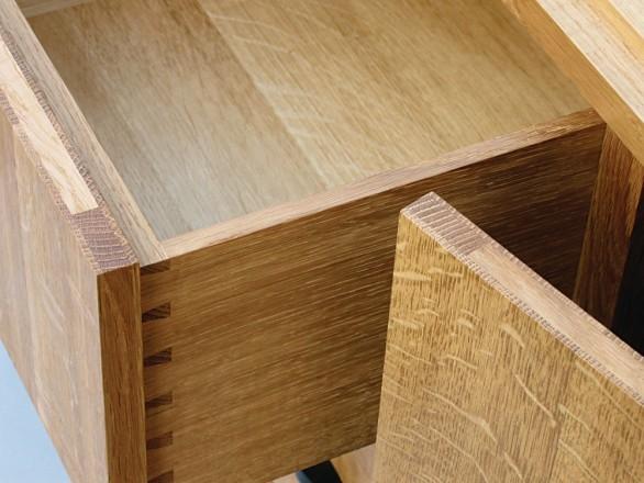 Les cadres des façades de portes et de tiroirs offrent un aspect intéressant de l'utilisation en bois de bout.