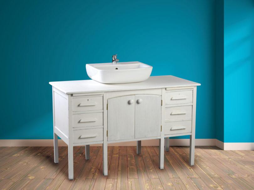 Recycler un bureau ancien en meuble vasque - L\'Atelier Bois