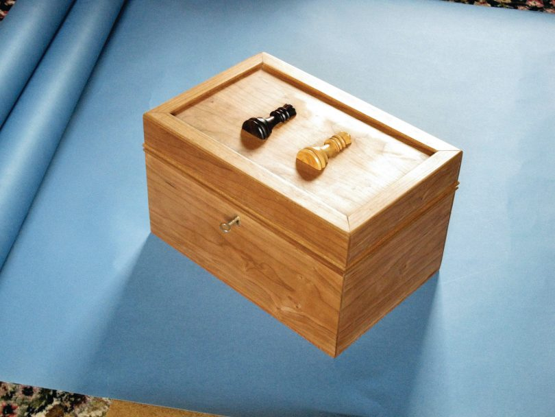 une bo te de rangement pour pi ces de jeu d checs l 39 atelier bois. Black Bedroom Furniture Sets. Home Design Ideas