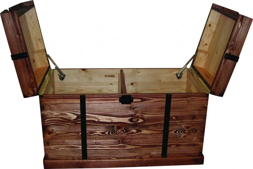 un coffre jouets de pirate l 39 atelier bois. Black Bedroom Furniture Sets. Home Design Ideas
