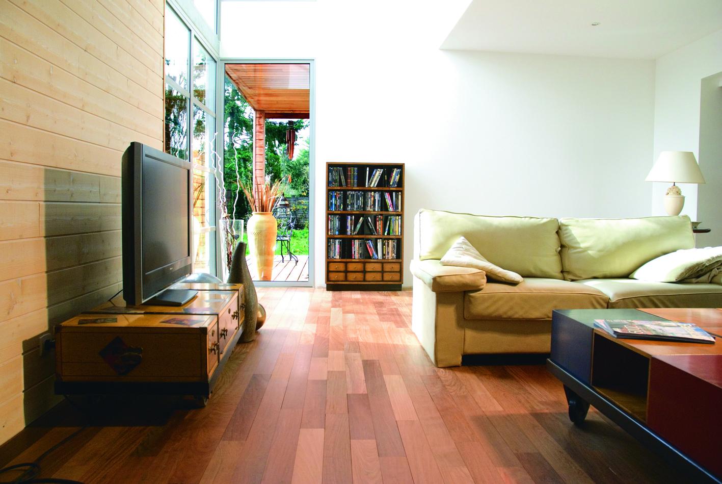 Les parquets massifs sont les plus traditionnels et les plus durables mais aussi les plus onéreux car ils ne sont composés que d'une seule essence de bois sur l'ensemble de leur structure. (Photo: Durieu)