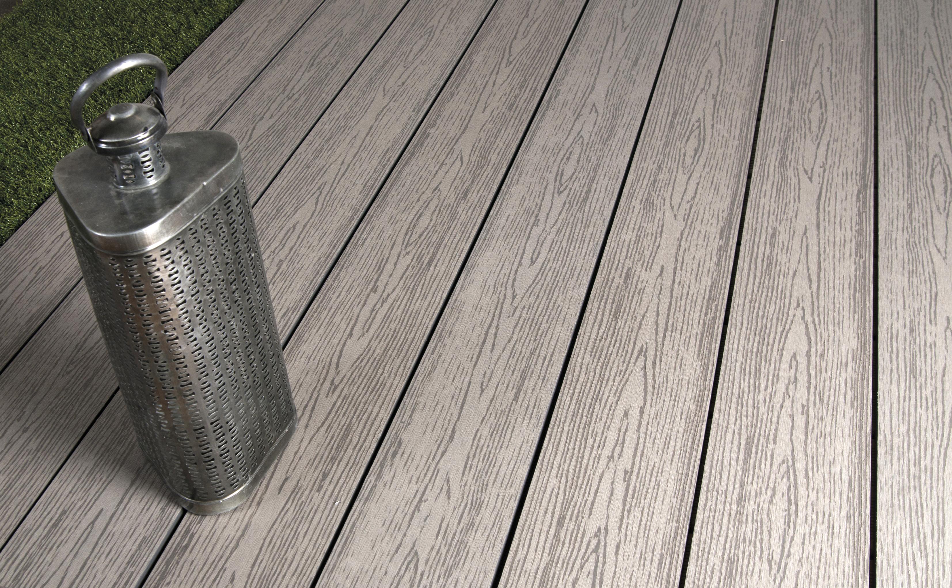 E1-Terrasse Composite profil plein Gris Clair- © Silverwood