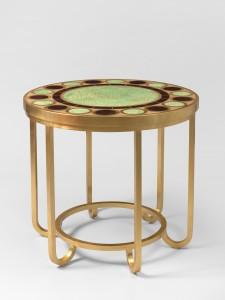 Nicolas Aubagnac  Guéridon Byzance,(Ø 80 x h 75 cm)  Edition limitée de 8 pièces estampillées.  Piètement à anses en acier forgé doré à la feuille d'or 24 carats.    Plateau de bois laqué à motif de médaillons sertis de feuilles d'or couchées sous laque